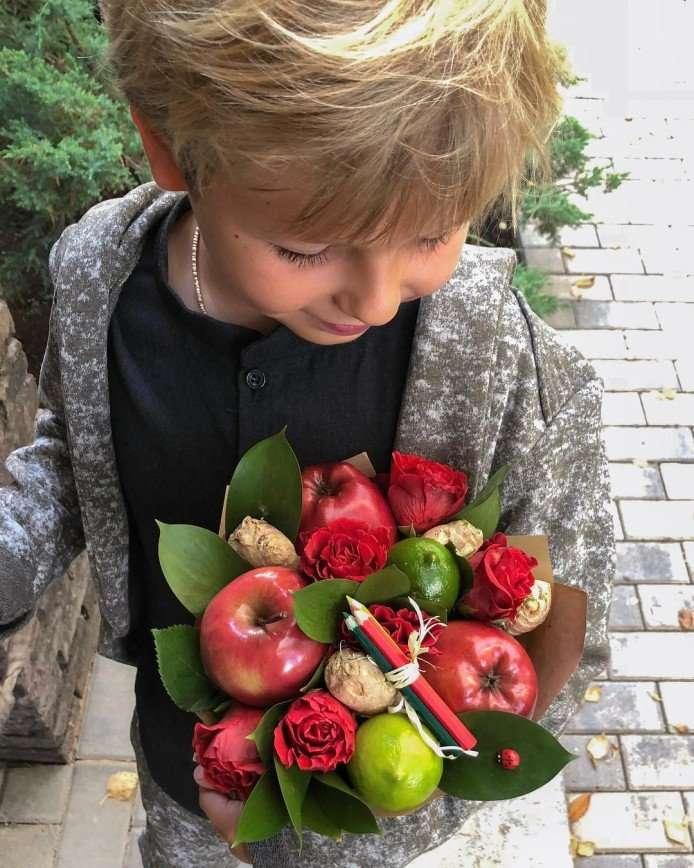 Ирена Понарошку отвела сына в первый класс в обычную школу рядом с домом