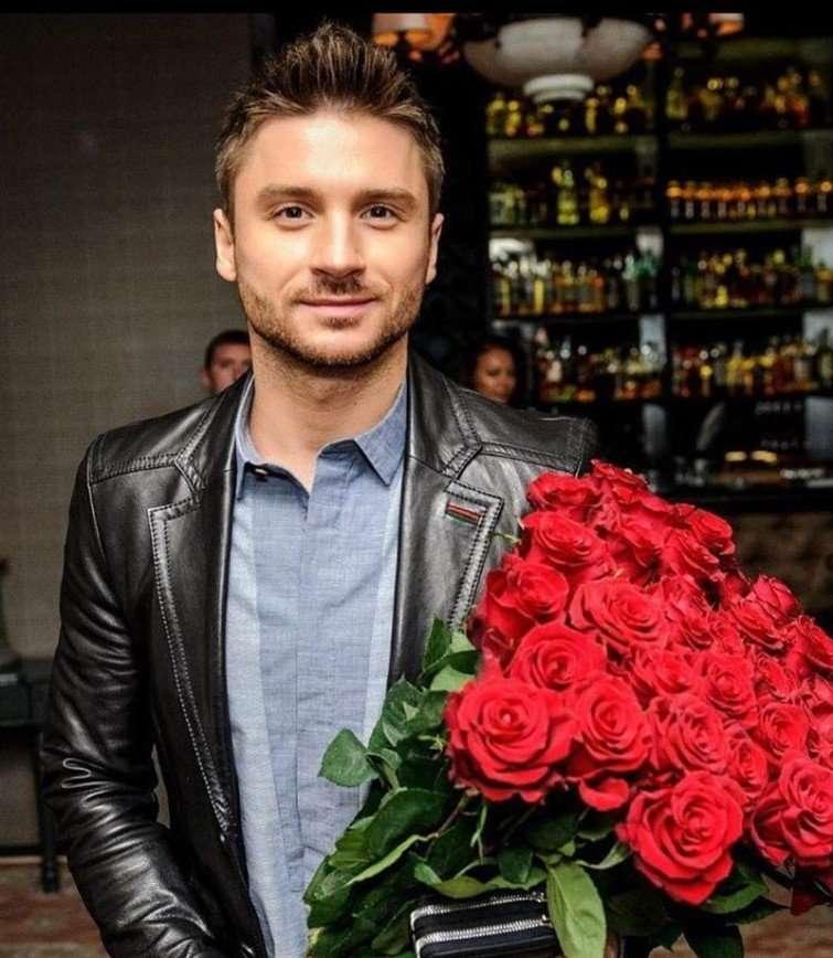 «Ты моя жизнь»: мама поздравила Сергея Лазарева с 35-летием