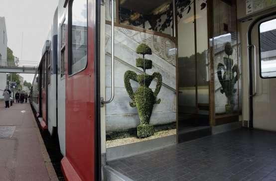 Необыкновенной красоты поезд Париж-Версаль