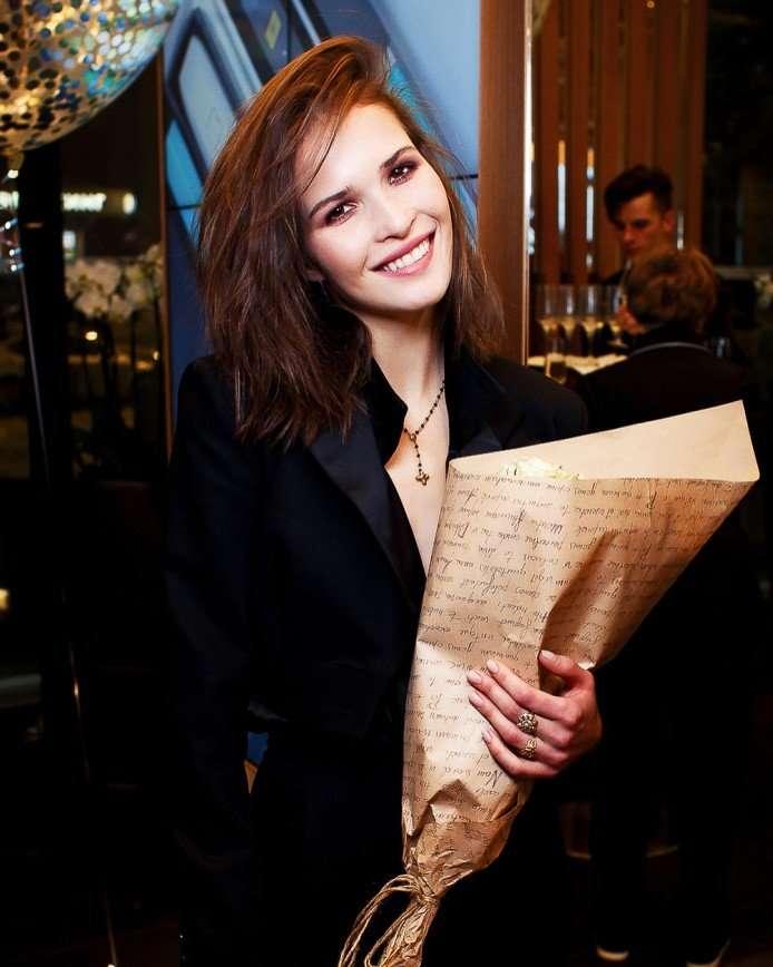 «Не забывайте про закон гравитации»: Лукерья Ильяшенко поделилась секретами позирования
