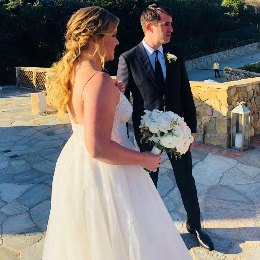 «Я не беременна»: Эми Шумер внезапно вышла замуж