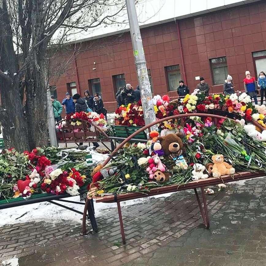 «Это не отболит никогда»: Россия поражена трагедией в Кемерове