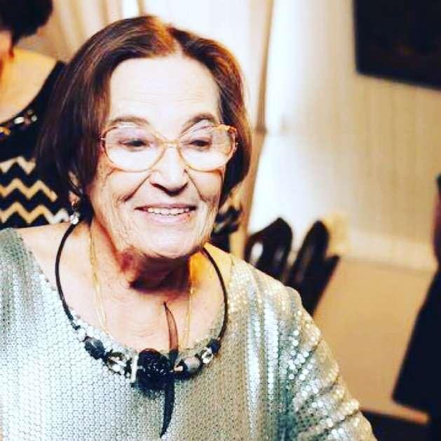 «Вот в кого Вы такая красавица»: Лариса Гузеева показала снимок своей мамы