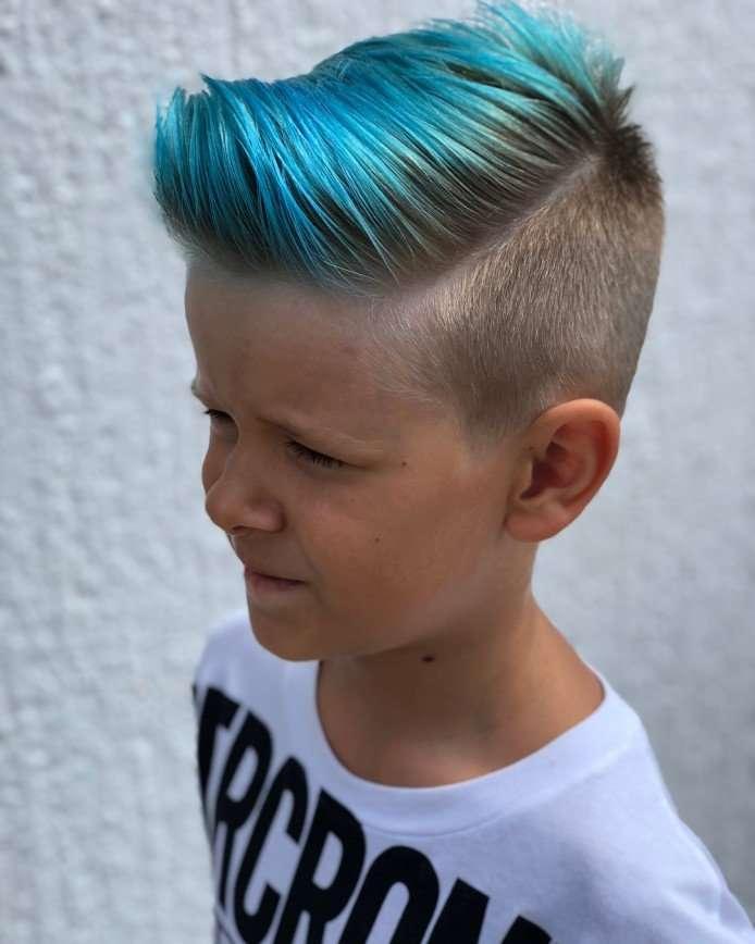Елена Бушина позволила покрасить сыну волосы в синий цвет
