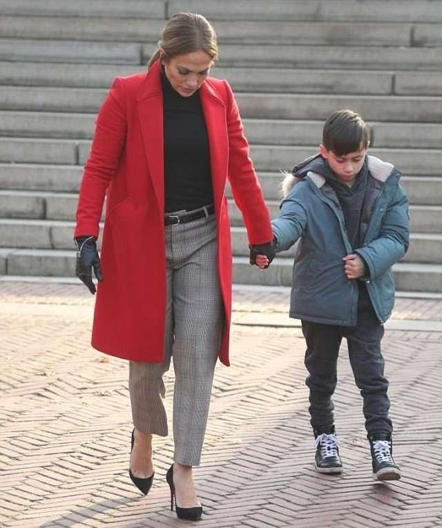 «Очень хорошая мать»: Дженнифер Лопес взяла с собой детей на съемочную площадку