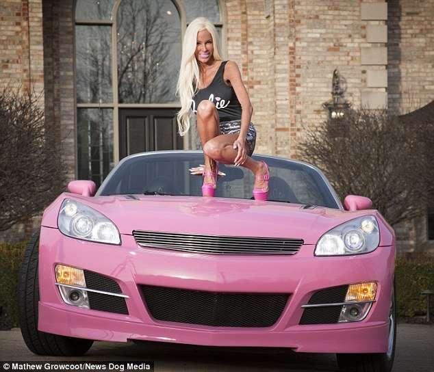 Мать пятерых детей потратила $500 тысяч, чтобы стать Барби