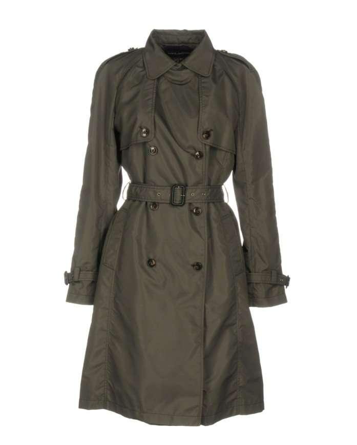 Тренчи, кейпы и плащи-халаты: 12 вариантов верхней одежды для ранней осени