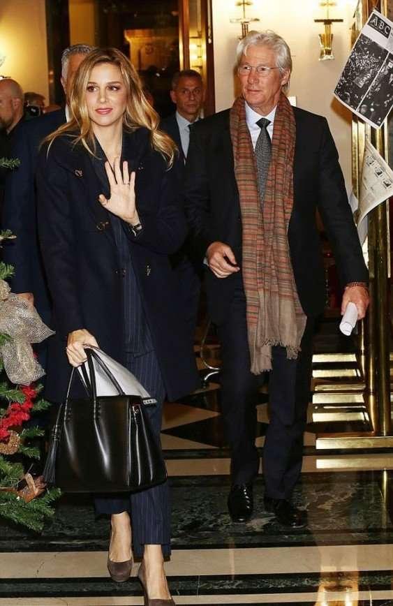 У возлюбленной Ричарда Гира рассмотрели помолвочное кольцо